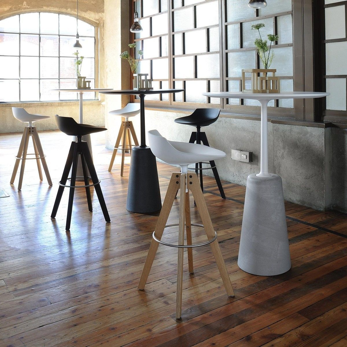 flow tabouret de bar pi tement en ch ne 65cm mdf italia. Black Bedroom Furniture Sets. Home Design Ideas
