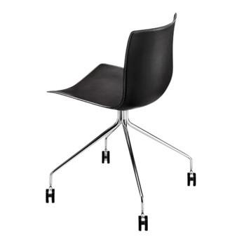 Arper - Catifa 46 0273 Stuhl mit Sternfuß und Rollen - schwarz/Bezug Kernleder schwarz/Gestell fix chrom mit Rollen/selbstbremsende Rollen