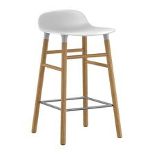 Normann Copenhagen - Form - Taburete Bar patas de roble 65