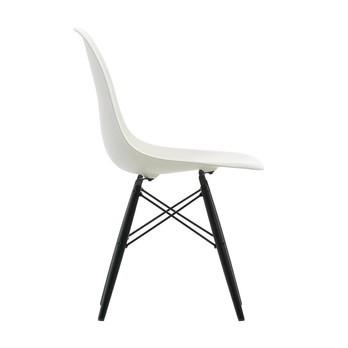 Vitra - Eames Plastic Side Chair DSW Ahorn schwarz H43cm - weiß/Gestell Ahorn schwarz/Verstreb. schwarz/mit Filzgleitern/neue Höhe