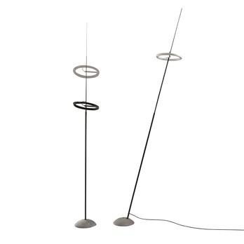 Ingo Maurer - Ringelpiez LED Stehleuchte - schwarz/Gestell Kohlefaser/H 150-200cm/2200 lm/3000 K/CRI 95