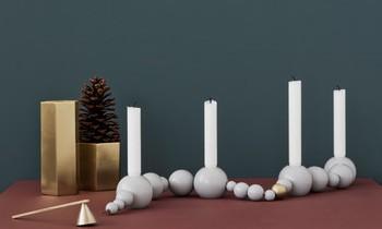 Kerzen und Weihnachtsdeko