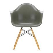 Vitra - Chaise avec accoudoirs Eames Fiberglass DAW érable doré