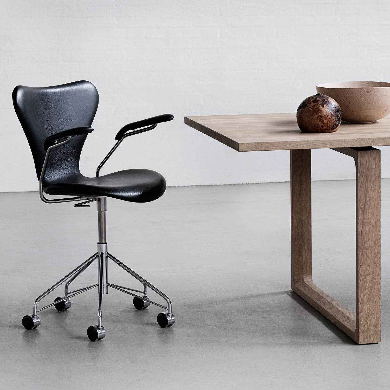 fritz hansen serie 7 dreharmlehnstuhl b rostuhl. Black Bedroom Furniture Sets. Home Design Ideas