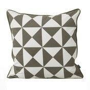ferm LIVING - Large Geometry Kissen 50x50cm - grau-weiß gemustert/Rückseite schwarz gemustert/waschbar bei 30°C