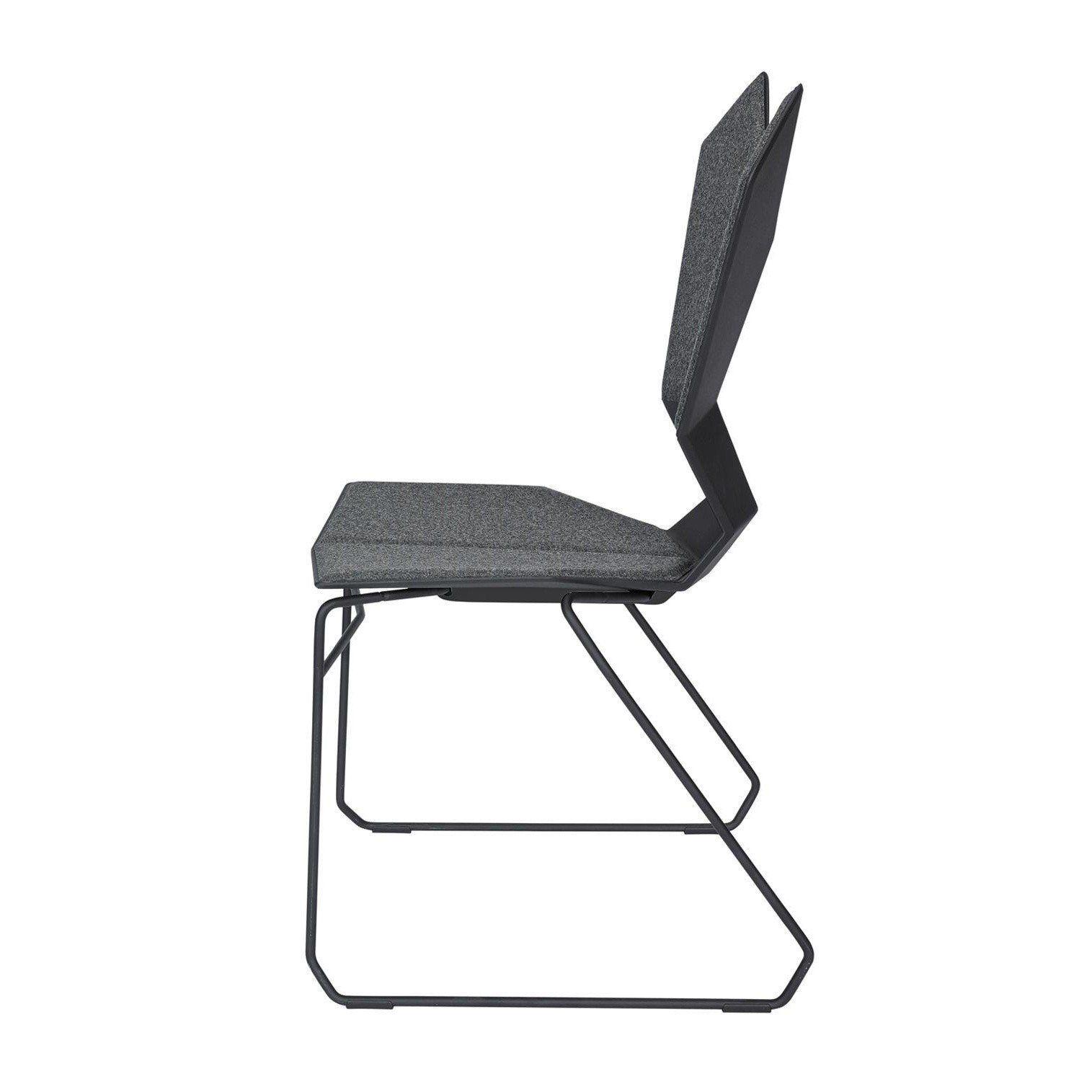 tom dixon y chair chaise avec patins ambientedirect. Black Bedroom Furniture Sets. Home Design Ideas