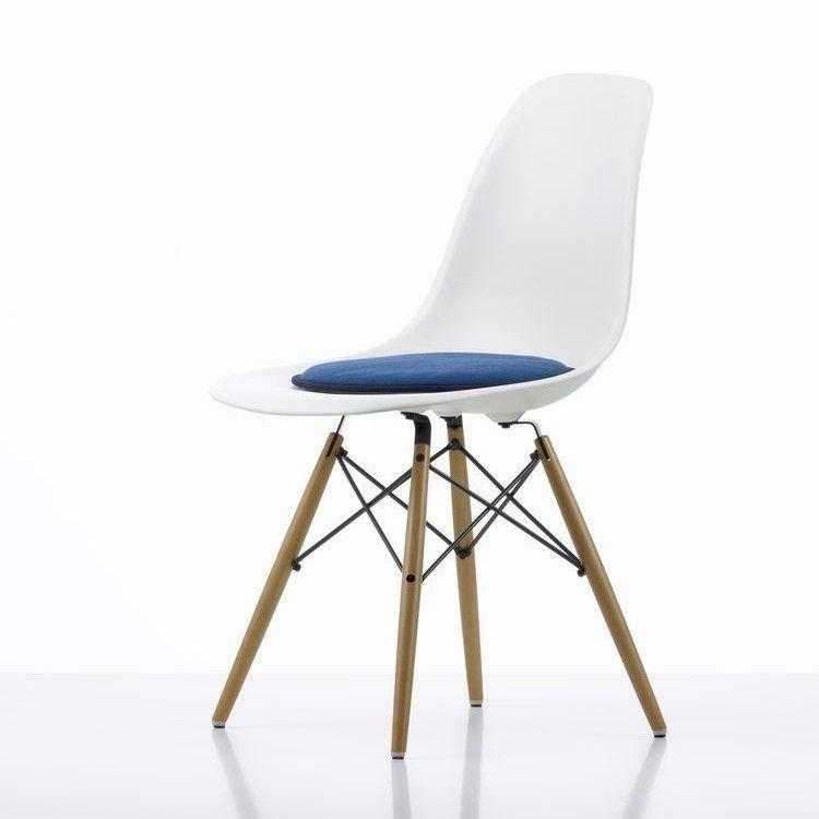 seat dots sitzkissen f r eames plastic chairs vitra. Black Bedroom Furniture Sets. Home Design Ideas