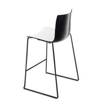 Arper - Catifa 46 0474 Barhocker niedrig zweif. schwarz - weiß/schwarz/Außenschale glänzend/innen matt/Gestell schwarz matt V39/Sitzhöhe 64cm