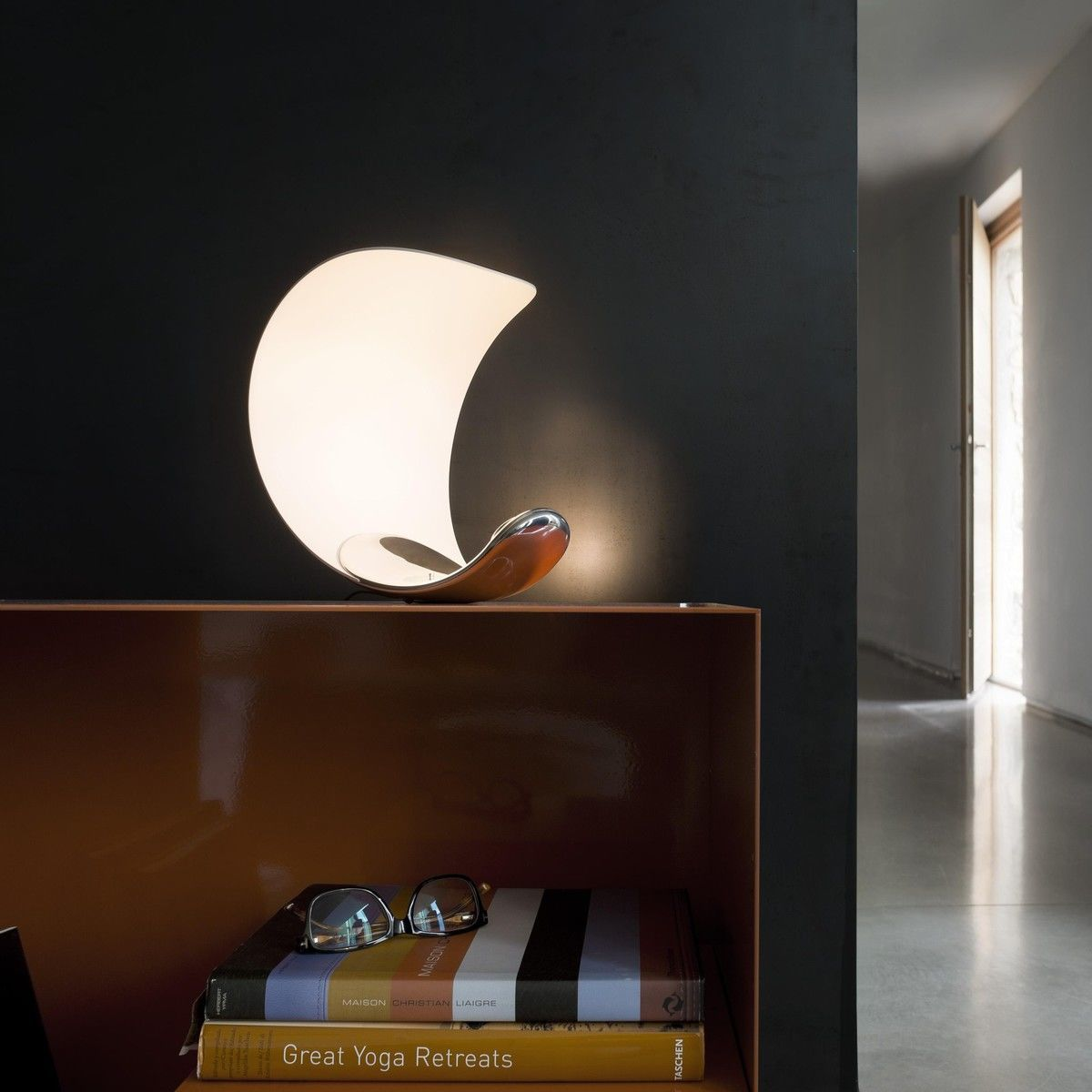curl led table lamp luceplan. Black Bedroom Furniture Sets. Home Design Ideas