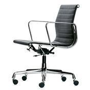 Vitra - EA 117 Aluminium Chair  - leather black/frame aluminium polished/with soft wheels