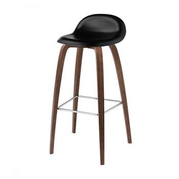 Gubi - Gubi 3D Bar Stool Barhocker mit Walnussgestell - mitternachtsschwarz/Sitzfläche HiRek Kunststoff/BxHxT 46x88x43cm/Gestell Amerikanische Walnuss/Chrom