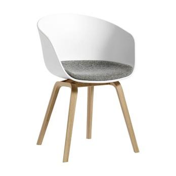 HAY - About A Chair 22 Armlehnstuhl mit Kissen - weiß/Stoff Hallingdal 65 126/Gestell Eiche matt lackiert/59x79x52cm