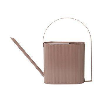 ferm LIVING - ferm LIVING Bau Pot Gießkanne L - staubiges rosa/lackiert/LxBxH 56x13.5x41.5cm/8L