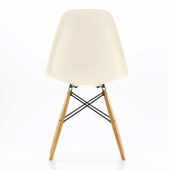 Vitra - Eames Plastic Side Chair DSW Stuhl - creme/Polypropylen/Gestell Ahorn/mit Filzgleitern