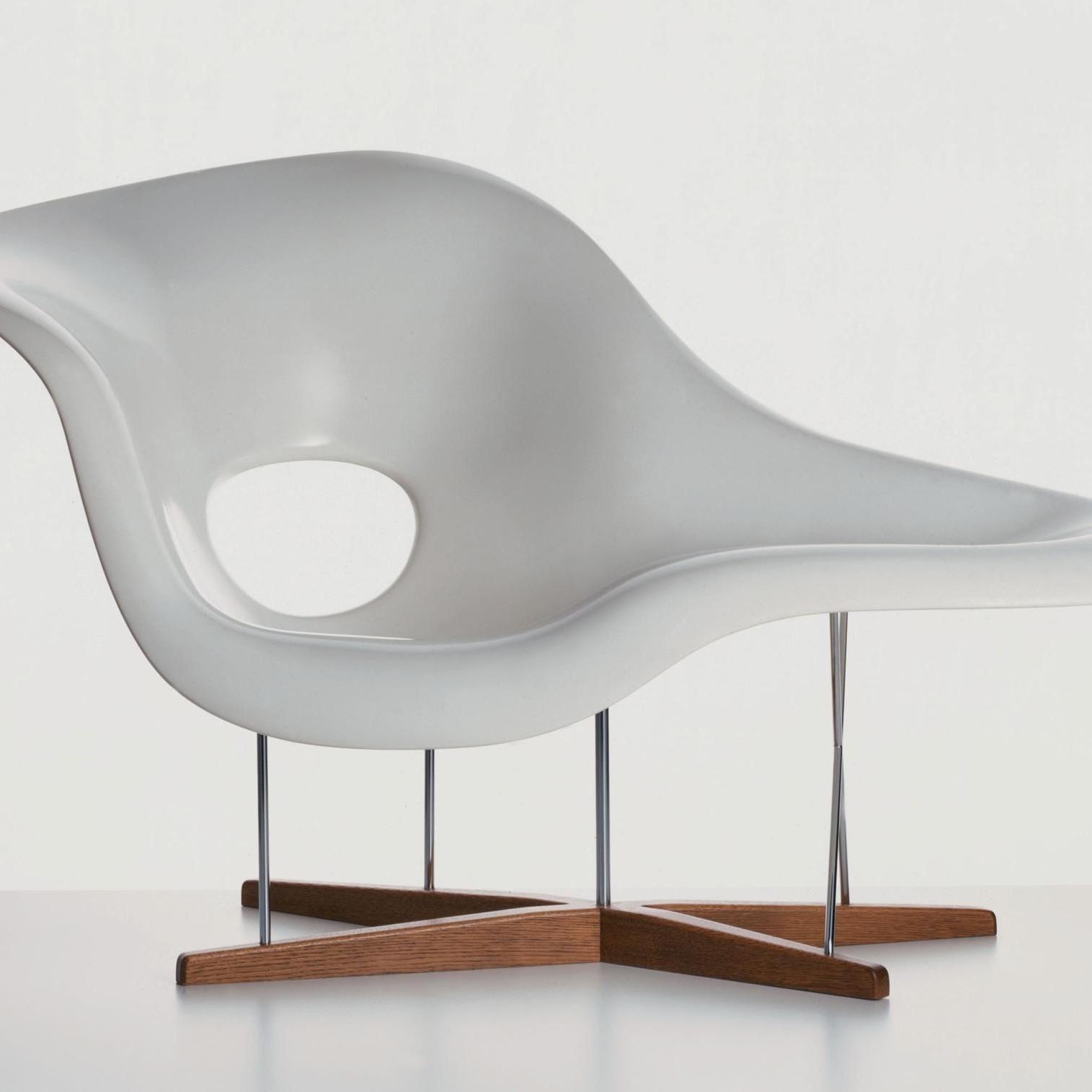 vitra la chaise eames chaise longue ambientedirect. Black Bedroom Furniture Sets. Home Design Ideas