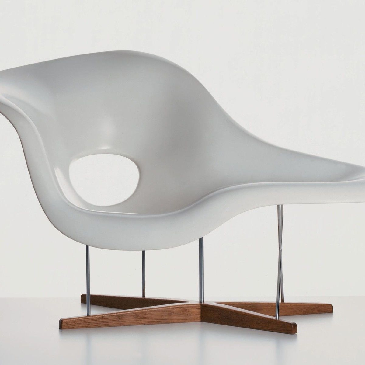La chaise eames chaise longue vitra for Chaise eames