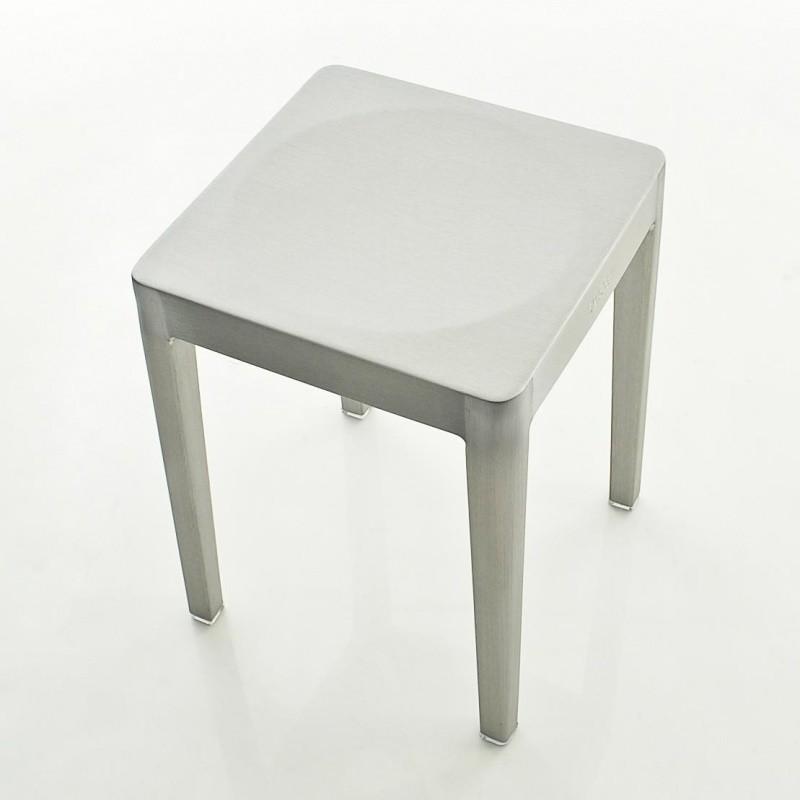 Emeco emeco stool hocker stapelbar ambientedirect for Hocker stapelbar