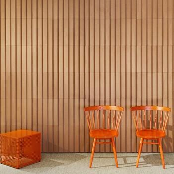Orange Stühle mit Beistelltisch