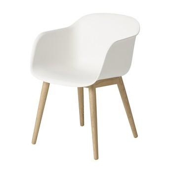 Muuto - Fiber Chair Armlehnstuhl mit Holzgestell - natur weiß/Gestell eiche/54.5x76.5x55cm