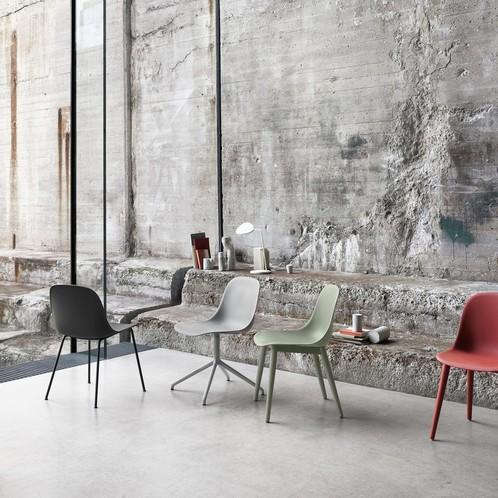 Muuto - Fiber Chair Stuhl mit Holzgestell