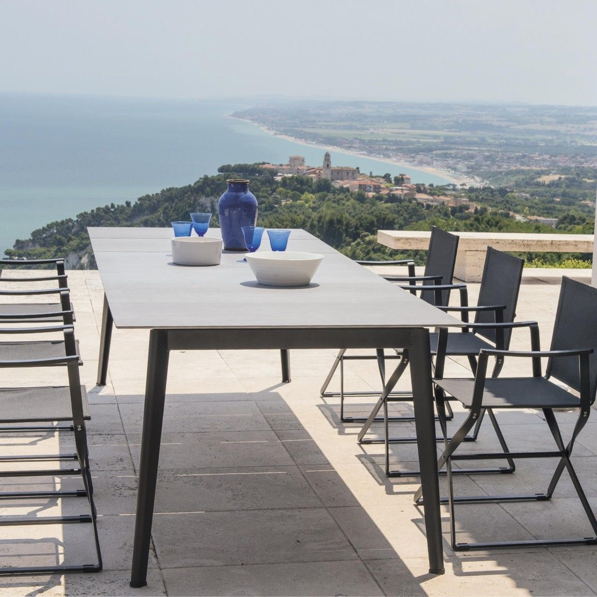 Delightful Emu   Kira Dining Table Extendable Outdoor