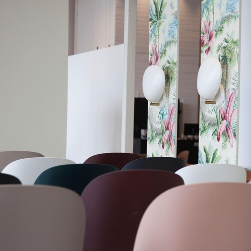 Gubi - Beetle Counter Chair Barhocker Schwarz 108cm