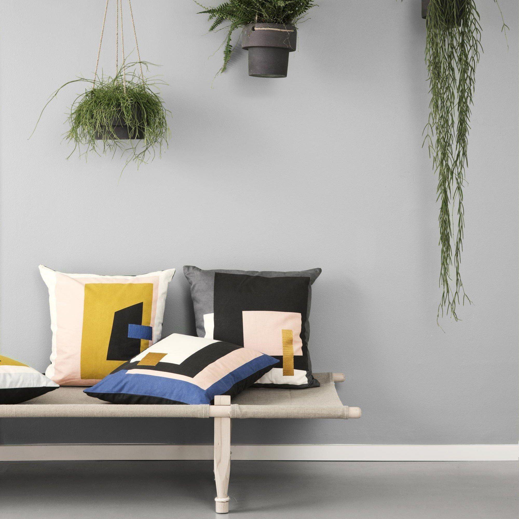 ferm living fragment coussin ambientedirect. Black Bedroom Furniture Sets. Home Design Ideas