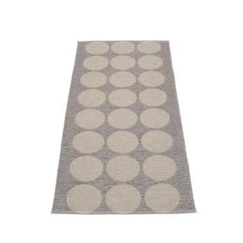 pappelina - Hugo Teppich 70x160cm - metallic schlamm/schlamm