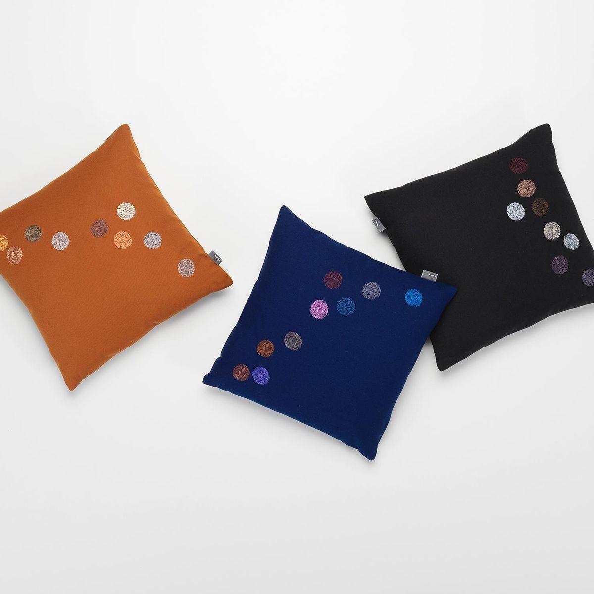 dot pillow kissen vitra. Black Bedroom Furniture Sets. Home Design Ideas