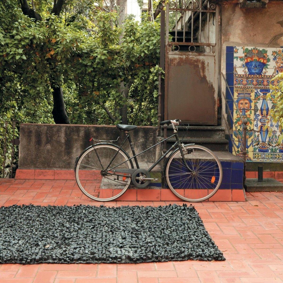 Bicicleta alfombra outdoor caucho nanimarquina for Alfombras persas usadas precios