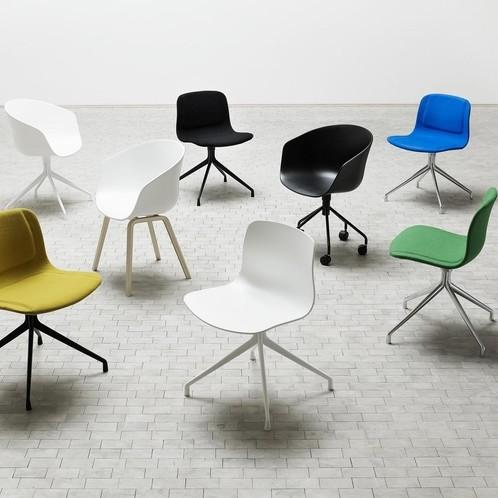 HAY - About a Chair 24 Armlehndrehstuhl mit Rollen