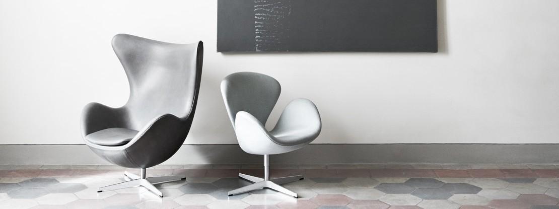 Zwei Stühle aus Leder