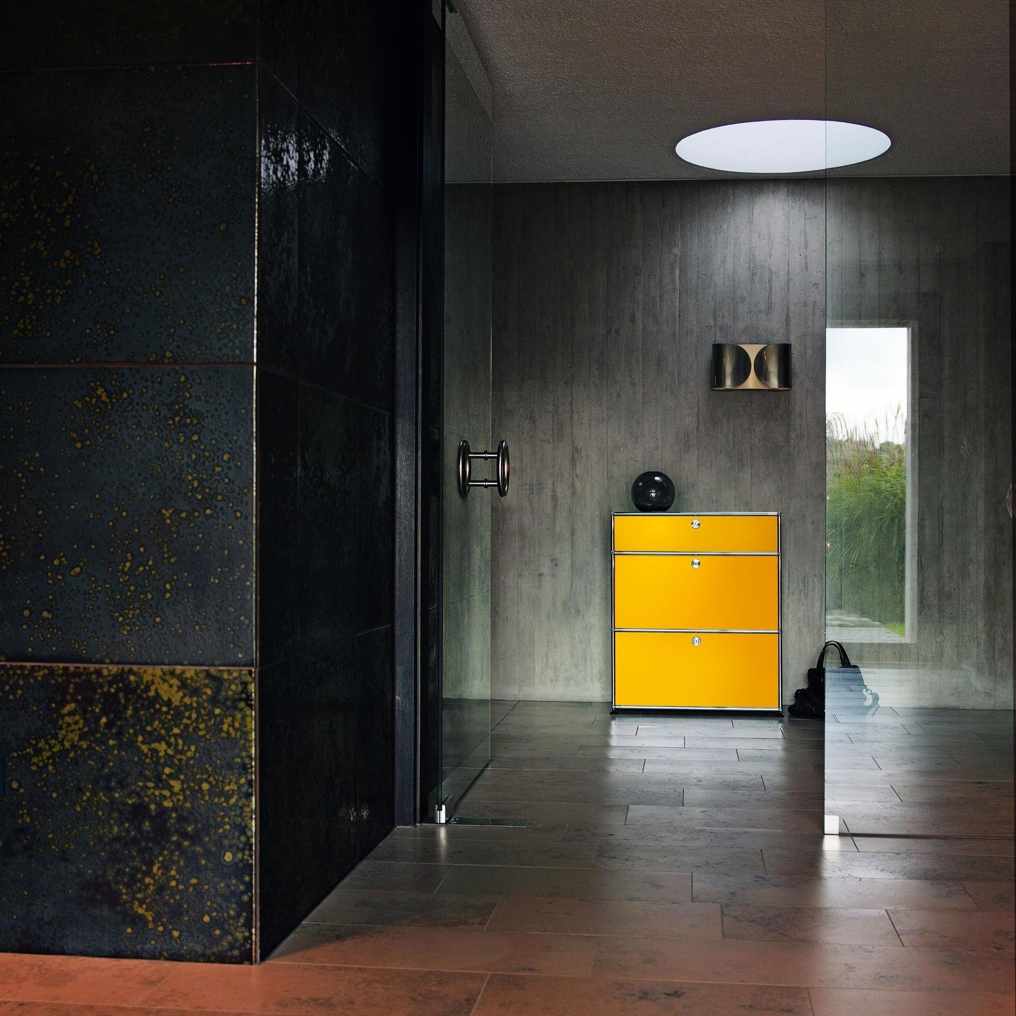 usm haller usm highboard mit 2 klappt ren schublade ambientedirect. Black Bedroom Furniture Sets. Home Design Ideas