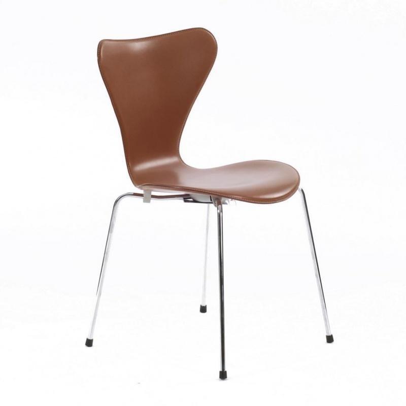Fritz Hansen Serie 7 Stuhl Leder vollgepolstert 46cm | AmbienteDirect