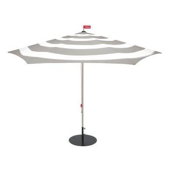 Fatboy - Stripesol Set Sonnenschirm + Ständer - hellgrau/weiß/Ø350cm / H 265cm/Schirmständer anthrazit/Ø70cm/25kg