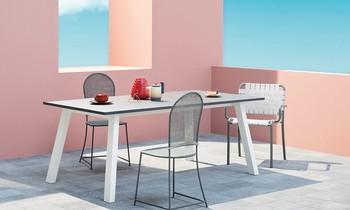 Terassentisch mit Stühlen