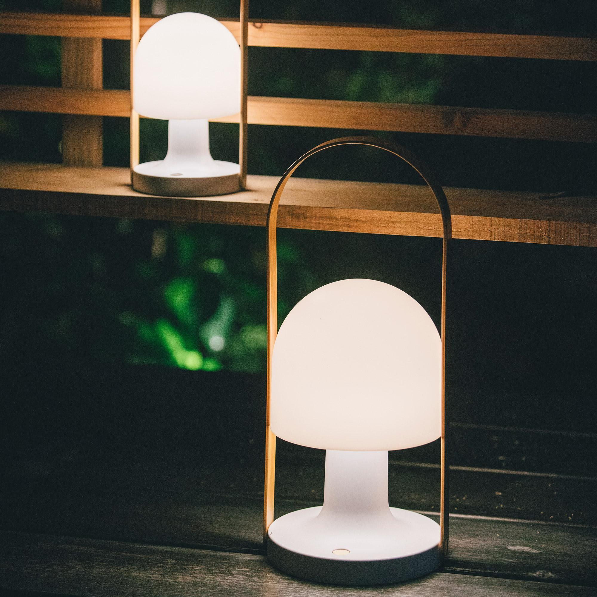 marset followme mobile led leuchte mit akku ambientedirect. Black Bedroom Furniture Sets. Home Design Ideas