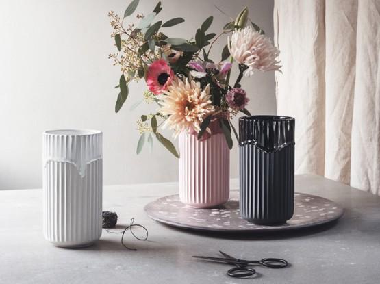 Vasen mit Blumenstrauß