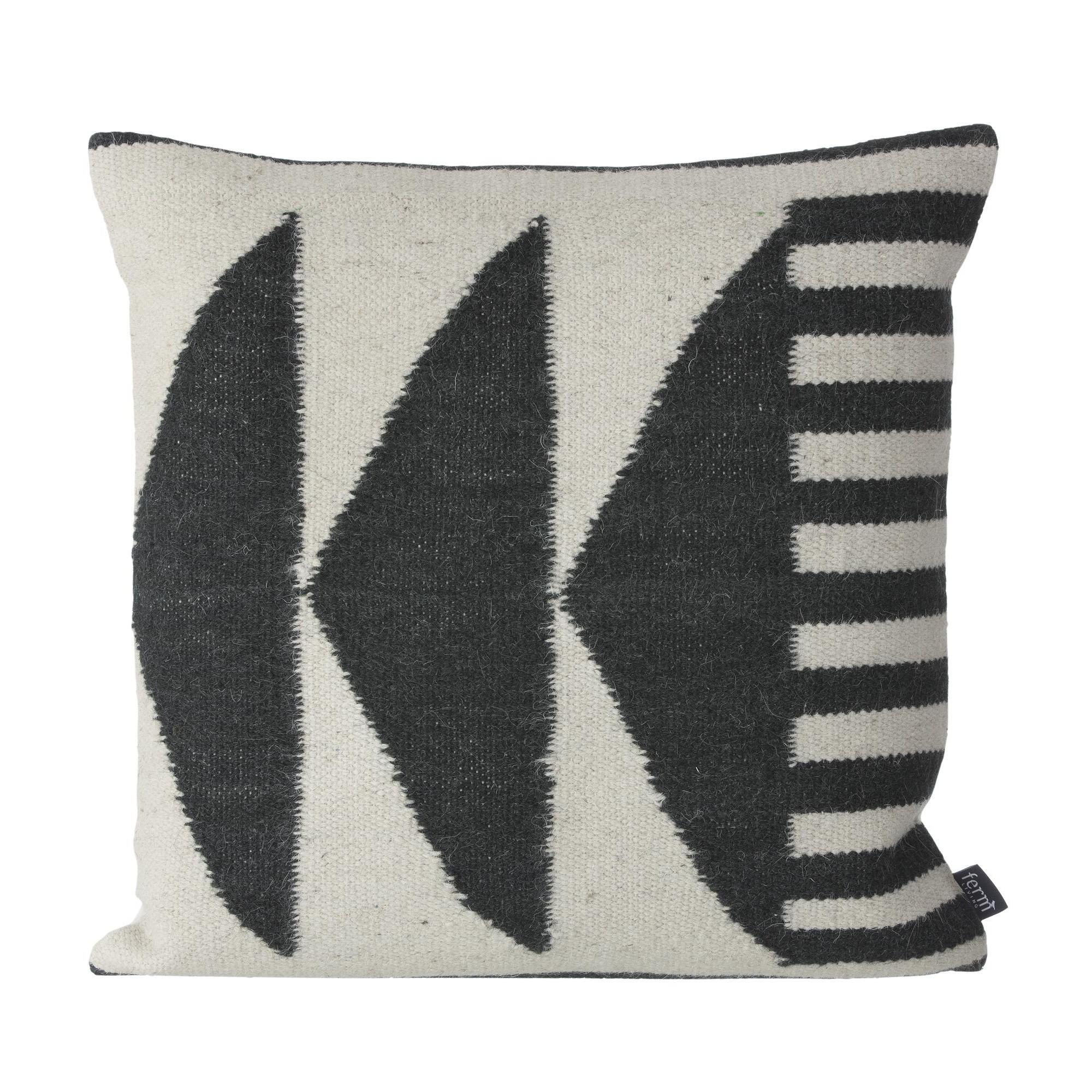 ferm living kelim black kissen ambientedirect. Black Bedroom Furniture Sets. Home Design Ideas
