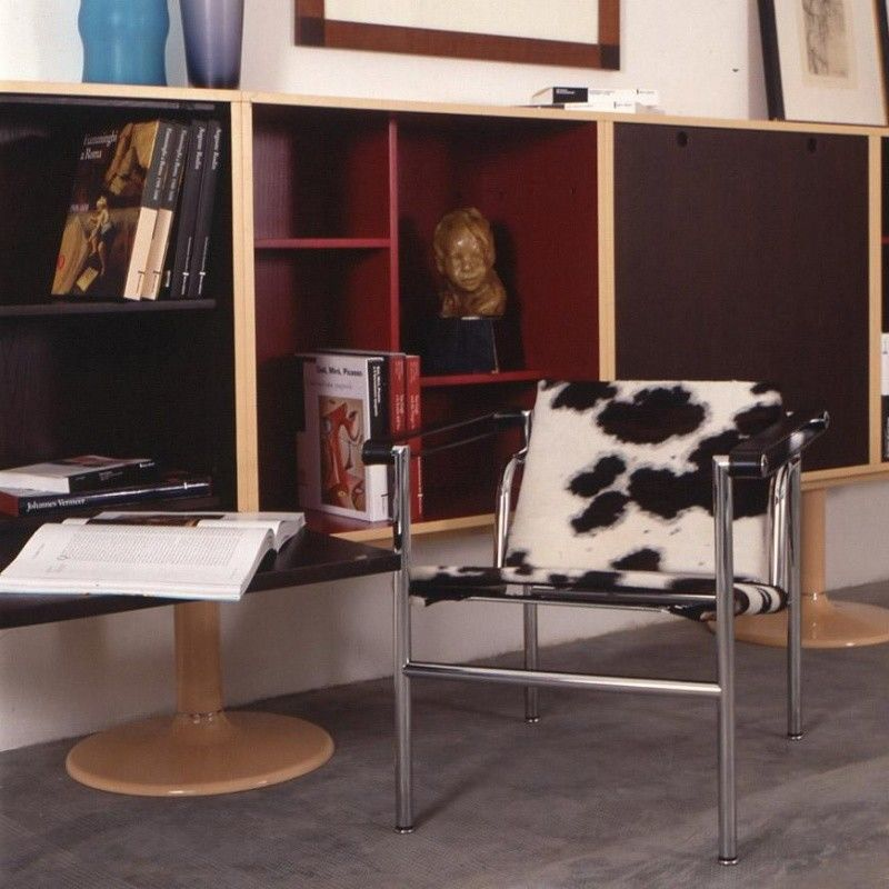 le corbusier lc1 kleiner sessel cassina. Black Bedroom Furniture Sets. Home Design Ideas
