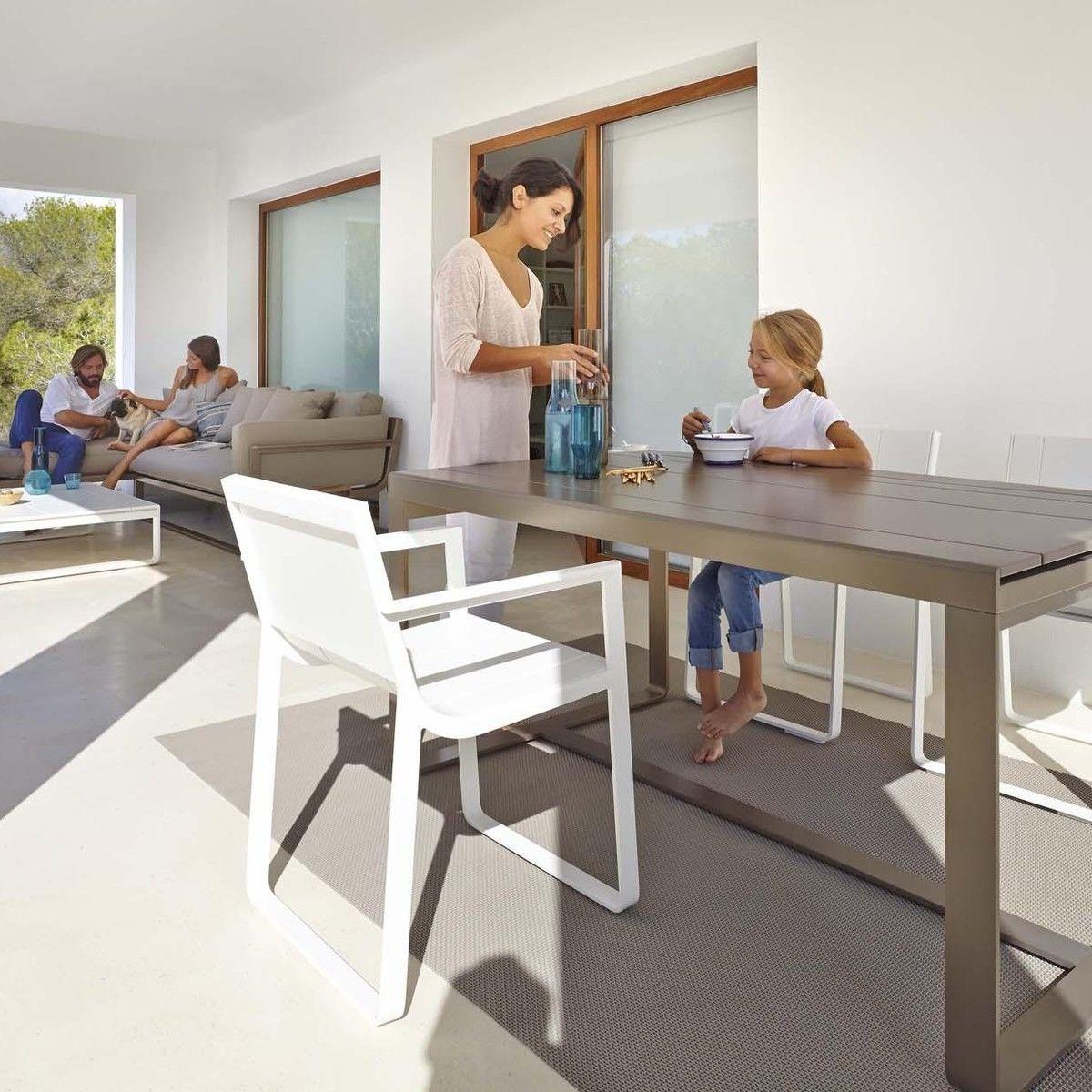 Flat silla con apoyabrazos gandia blasco for Sillas de cocina con apoyabrazos