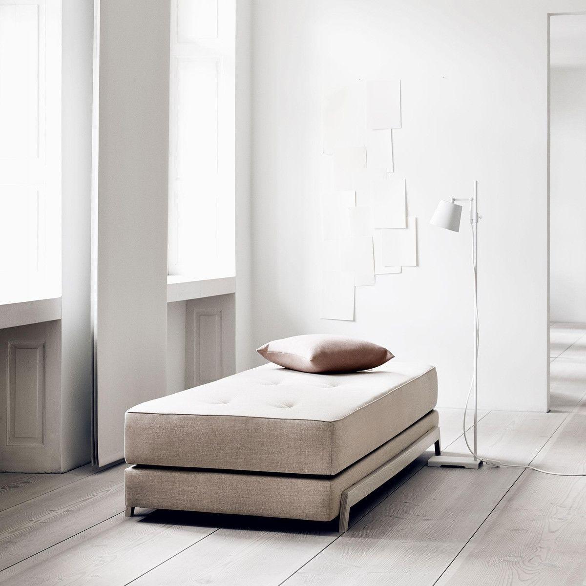 frame canap lit avec matelas en mousse pu softline. Black Bedroom Furniture Sets. Home Design Ideas