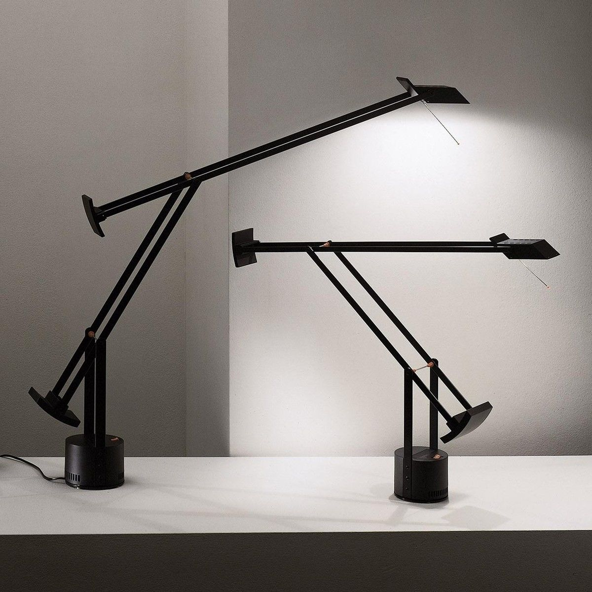 tizio led lampe de bureau artemide. Black Bedroom Furniture Sets. Home Design Ideas