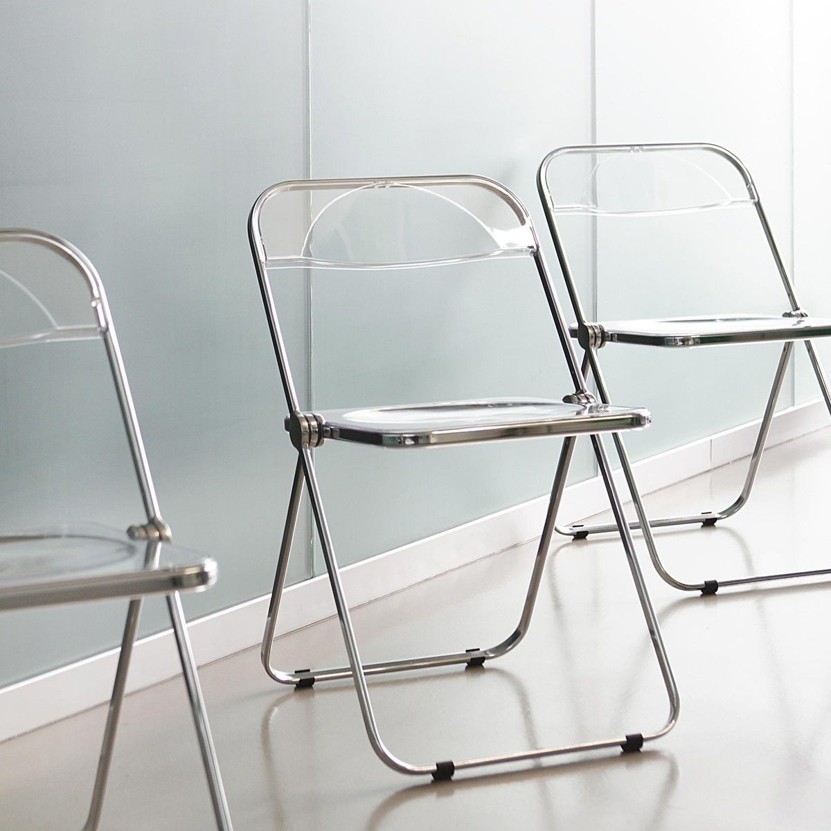 Plia folding chair castelli for Chaise eames transparente