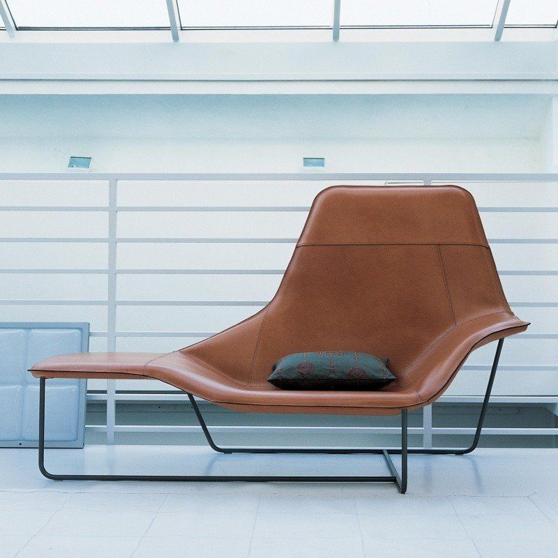 Zanotta Lama Lounger | AmbienteDirect on chaise furniture, chaise sofa sleeper, chaise recliner chair,