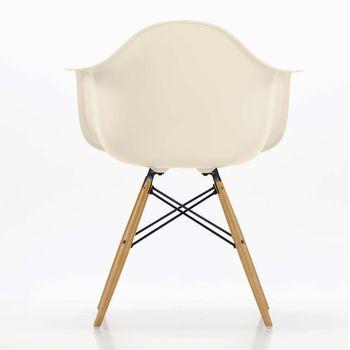 Vitra - Eames Plastic Armchair DAW - creme/Polypropylen/Gestell Ahorn/Querverstrebungen aus Rundstahl schwarz