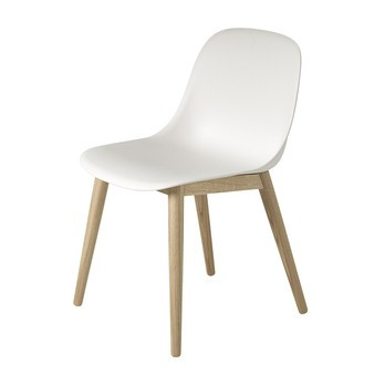 Muuto - Fiber Chair Stuhl mit Holzgestell - natur weiß/Gestell eiche/49.5x77x53cm