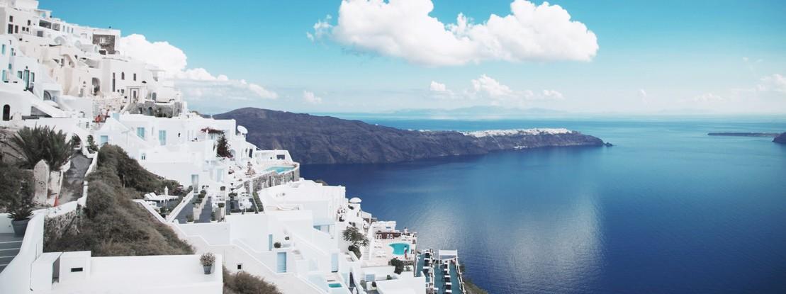 Santorini mit Blick auf das Meer