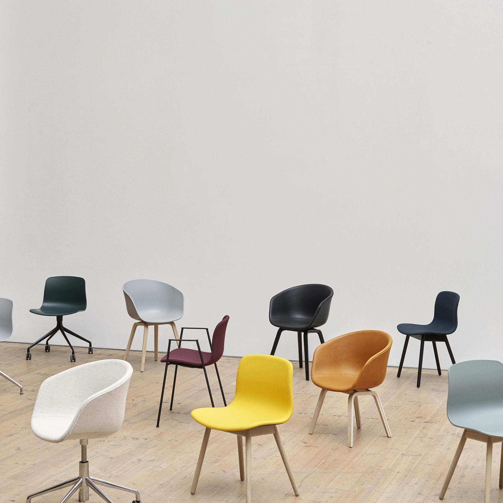 Hay About A Chair Aac 22 Armlehnstuhl Mit Sitzkissen Ambientedirect