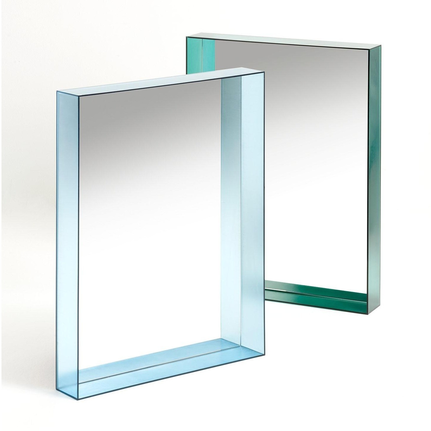 kartell only me mirror 50x70 ambientedirect. Black Bedroom Furniture Sets. Home Design Ideas